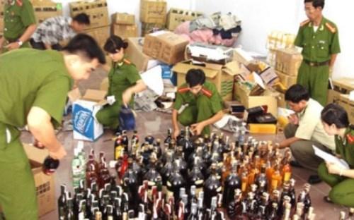 Triệt phá dây chuyền sản xuất rượu giả quy mô lớn tại TP. Hồ Chí Minh