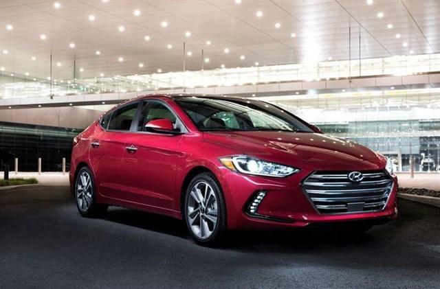 Giá ô tô Hyundai tháng 11/2017: SantaFe 2017 giảm 230 triệu đồng