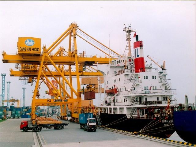 Ba nhóm hàng xuất khẩu thu hàng tỷ USD trong nửa tháng