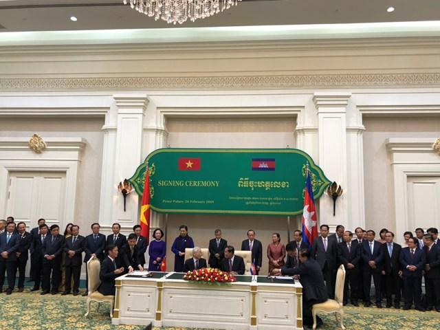 Việt Nam - Campuchia ký Thỏa thuận thúc đẩy thương mại song phương 2019-2020