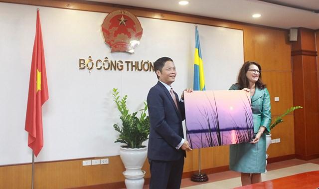 Bộ trưởng Trần Tuấn Anh làm việc với Bộ trưởng Thương mại Thụy Điển