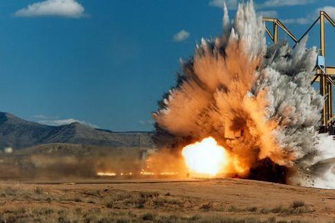 QĐ mức thu, nộp, quản lý phí thẩm định cấp phép sử dụng vật liệu nổ CN