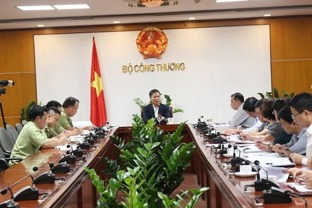 Bộ trưởng làm việc về công tác chống buôn lậu, gian lận thương mại, hàng giả