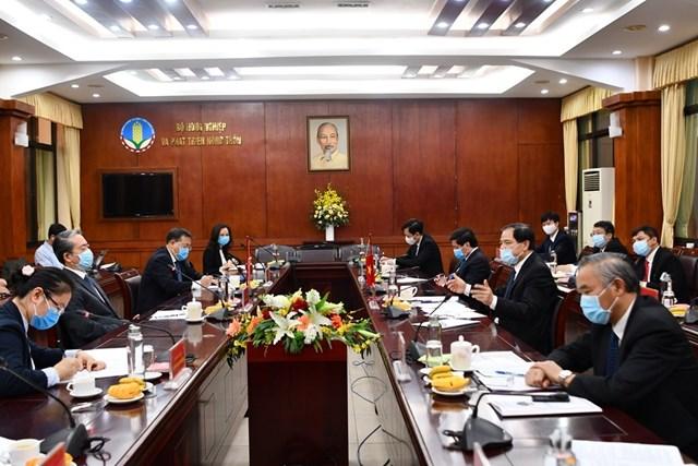 Việt Nam-Trung Quốc họp bàn gỡ khó xuất khẩu nông sản