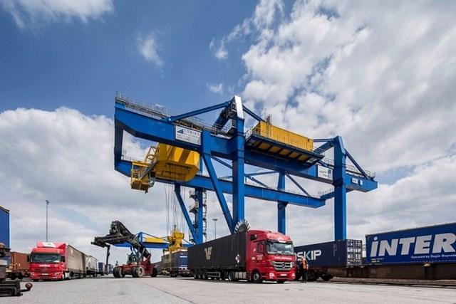 Xuất nhập khẩu: Chờ cơ hội trong nửa cuối năm