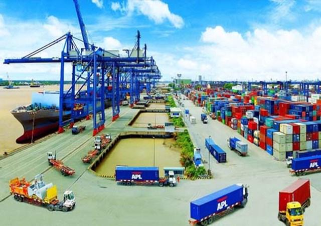 Hàng hóa kinh doanh tạm nhập, tái xuất, chỉ được thực hiện qua các cửa khẩu cho phép