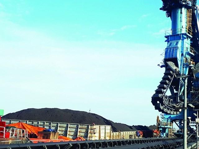 Âu lo khi nhập khẩu than, khí ngày càng tăng