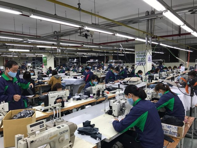 """Dệt may Việt Nam 2020: Sụt giảm chưa từng có và """"cú ngược dòng"""" để đứng vững"""