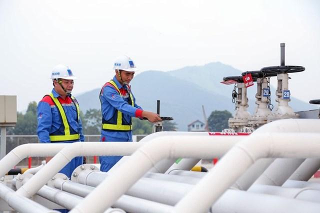 Kim ngạch xuất khẩu xăng dầu năm 2020 giảm trên 51%