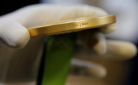 Huy chương vàng Olympic được sản xuất thế nào?
