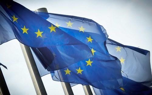 Lần đầu trong 9 năm, kinh tế Eurozone tăng trưởng mạnh hơn Mỹ