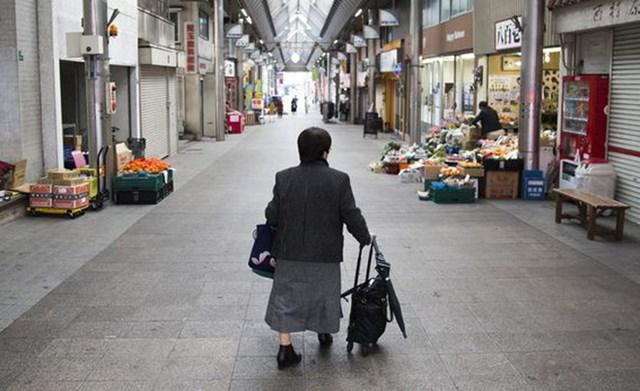 """""""Ngòi nổ"""" của công nghiệp Nhật Bản chìm dần trong suy thoái vì dân số già"""