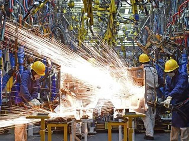 Sản xuất công nghiệp của Trung Quốc bất ngờ tăng mạnh