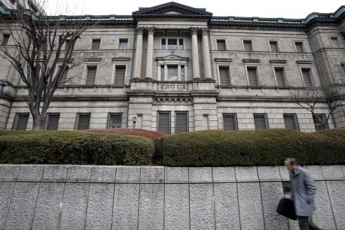 NHTW Nhật không thể đạt mục tiêu lạm phát trong tương lai gần