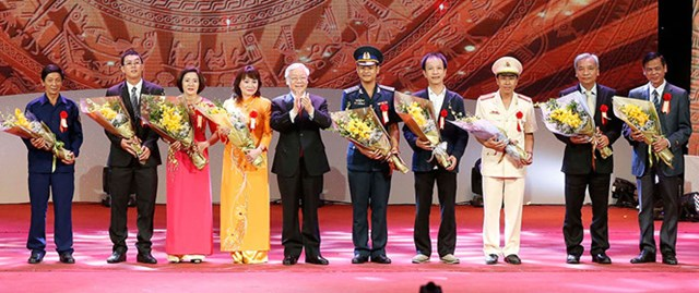 Bàn tay vàng được vinh danh tại Lễ tuyên dương điển hình tiên tiến toàn quốc năm 2017