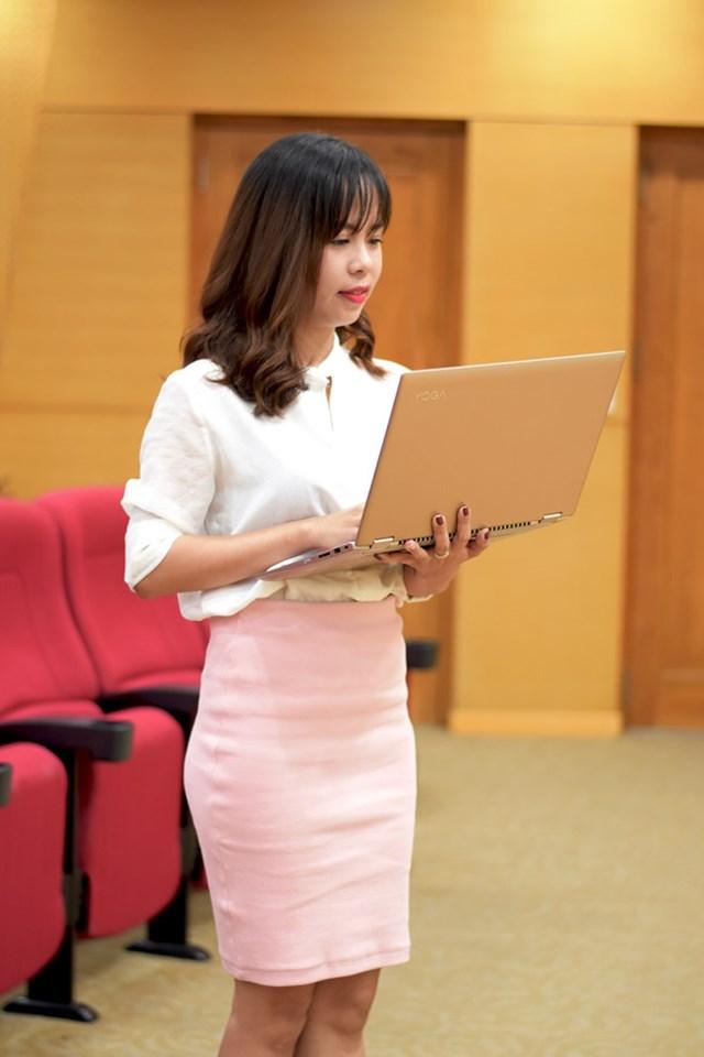 Laptop viền mỏng, thiết kế linh hoạt cho doanh nhân