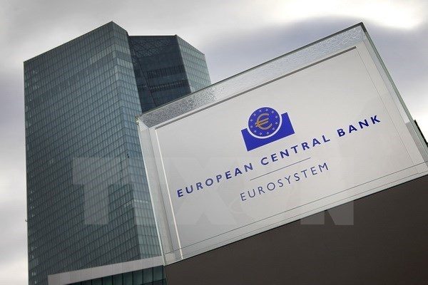 Ngân hàng ECB quyết định giữ nguyên lãi suất ở mức thấp kỷ lục