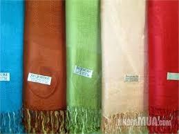 Trời lạnh, khăn choàng 'made in Việt Nam' lên ngôi