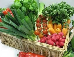 Giá xăng giảm - hàng tiêu dùng, thực phẩm vẫn giữ giá cao